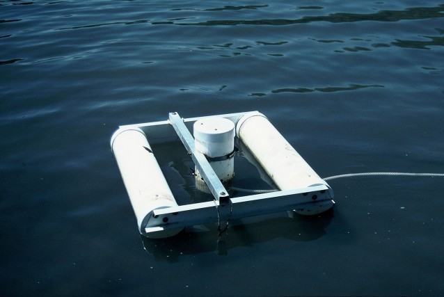 Floating pick up for direct field measurement of the isotopic composition of evaporated lake water δE. Vapour was drawn in from holes about 10mm above the water surface. The sample line was maintained in the warmer water precluding condensation (and isotopic fractionation).